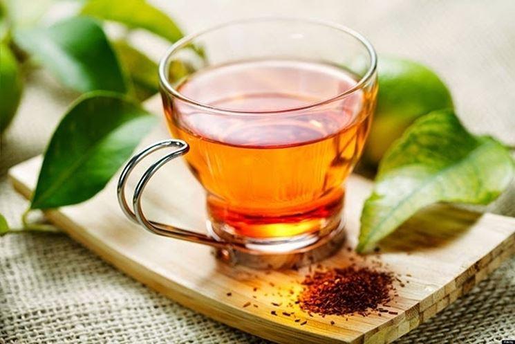 La tisana di melissa ha proprietà calmanti e sedative
