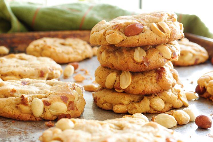 Biscotti con arachidi tostate