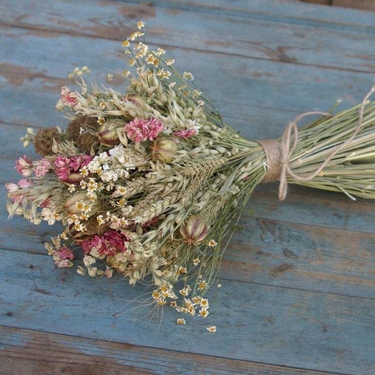 fiori secchi rovesciati