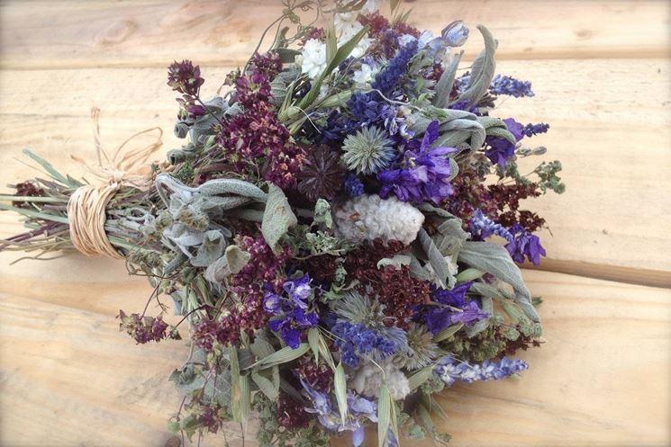 Composizioni di fiori secchi semplici