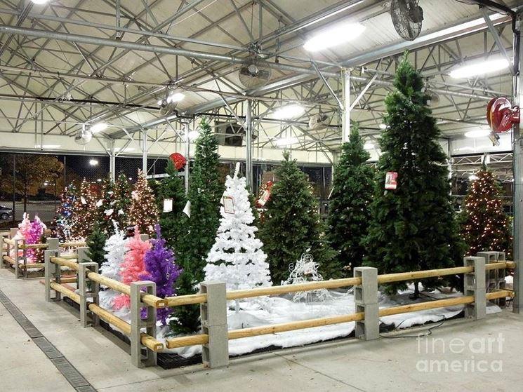 Assortimento di alberi di Natale finti