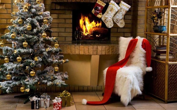 Un esempio di albero di Natale finto
