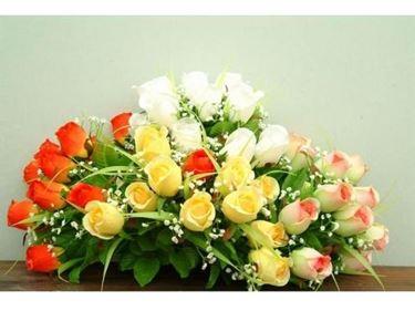 Centrotavola di fiori finti
