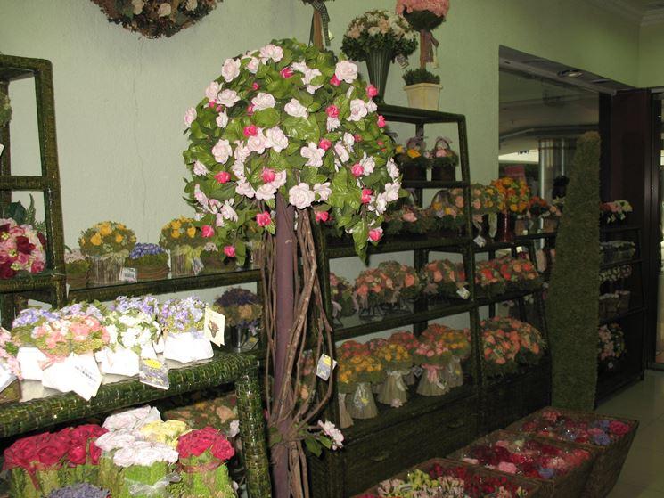 decorazioni fiori finti - piante finte - decorare con i fiori finti - Idee Arredamento Negozio Fiori