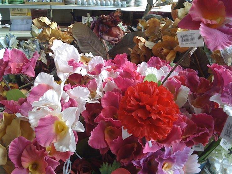 Insieme di fiori finti