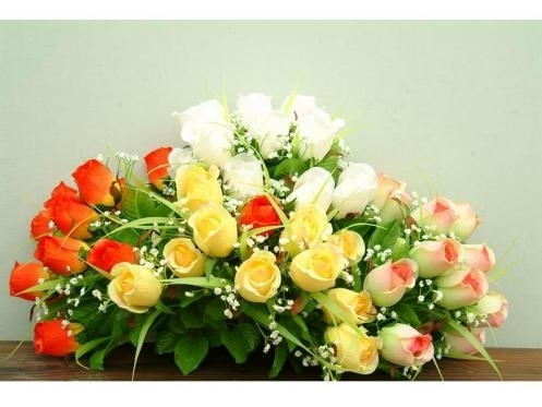Decorazioni fiori finti piante finte decorare con i - Centrotavola natalizi con fiori finti ...