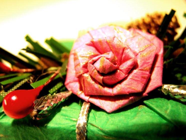 composizione con rosa con strass