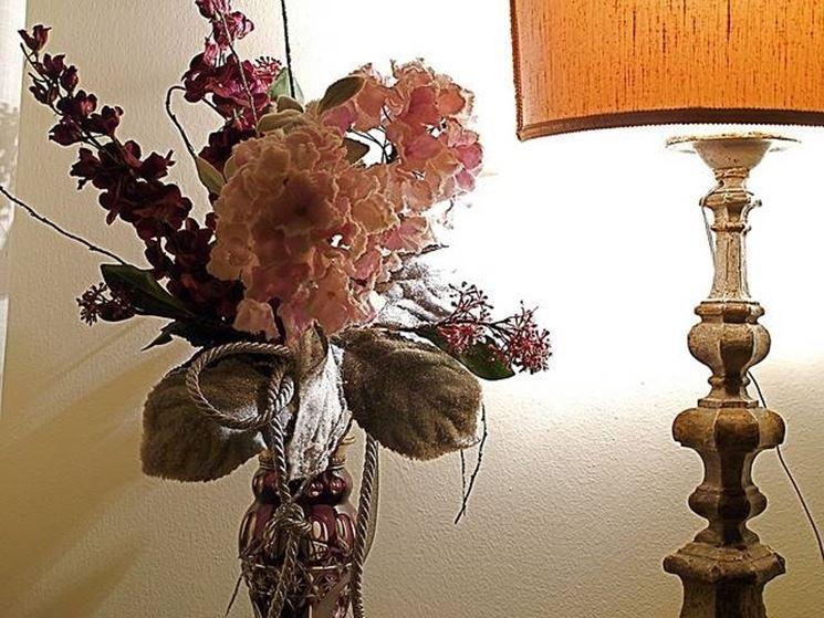 vaso di fiori finti